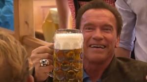 пиво будешь Шварц угощает